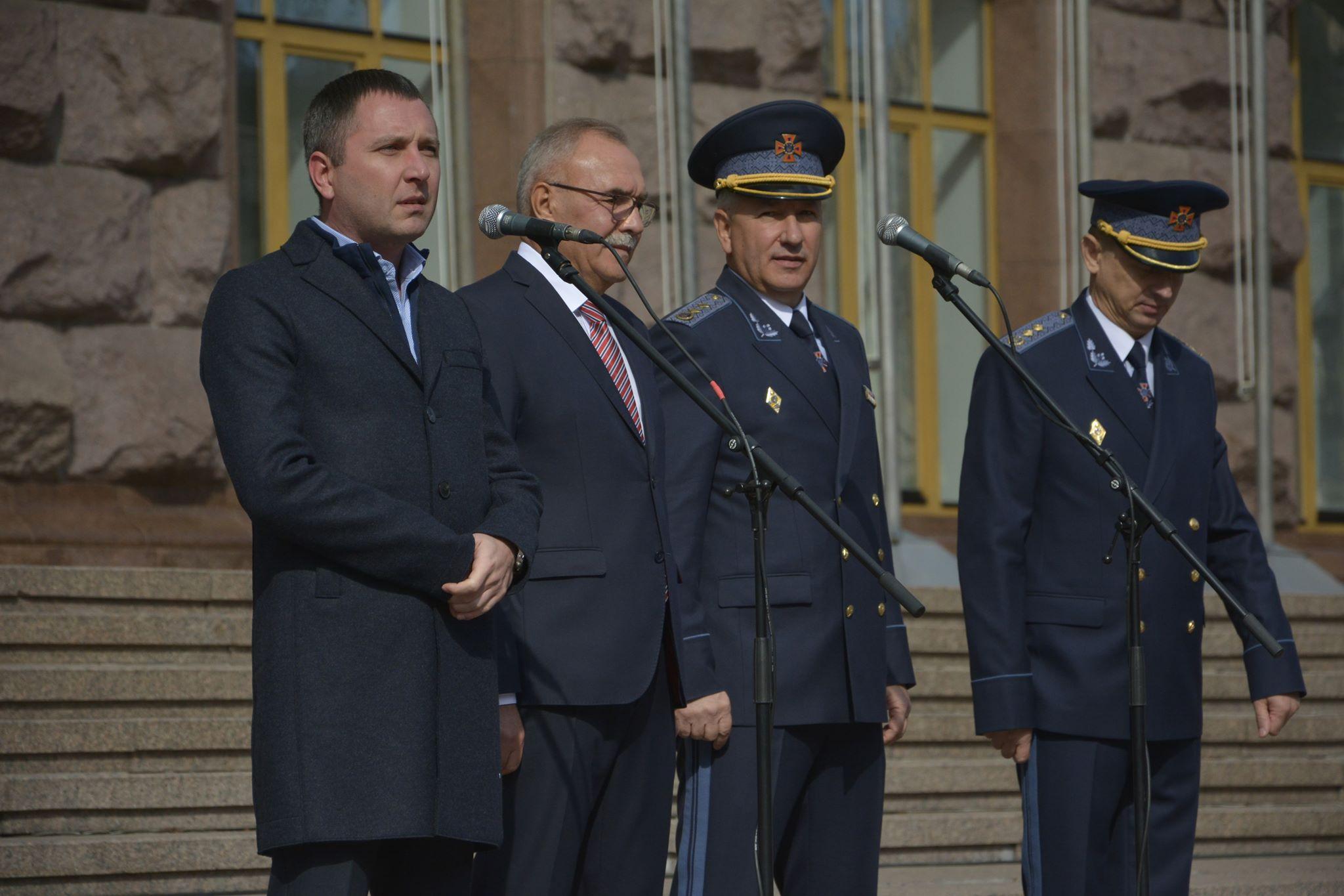 Міністерство інфраструктури передало ДСНС 40 спеціалізованих аварійно-рятувальних машин, ще 30 буде передано до кінця року, – Юрій Лавренюк
